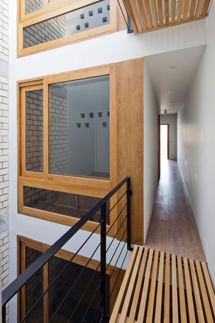 townhouse-with-a-folding-up-shutter-by-mm-architects-15