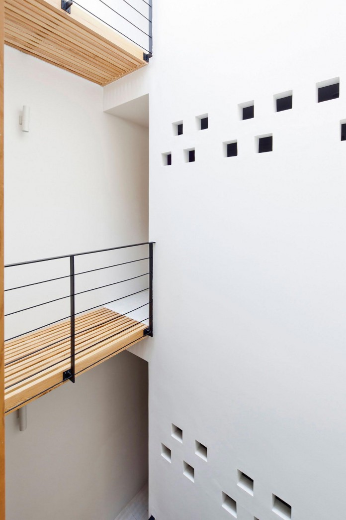 townhouse-with-a-folding-up-shutter-by-mm-architects-16