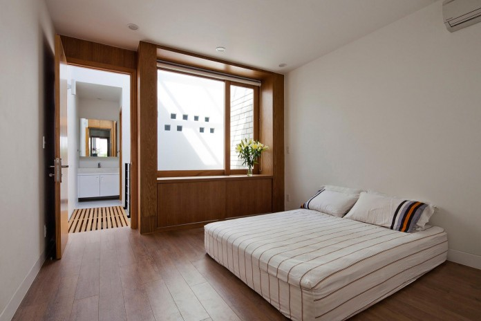 townhouse-with-a-folding-up-shutter-by-mm-architects-17
