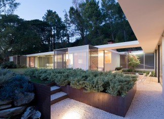 1 story Shulman Contemporary Home and Studio by Lorcan O'Herlihy Architects