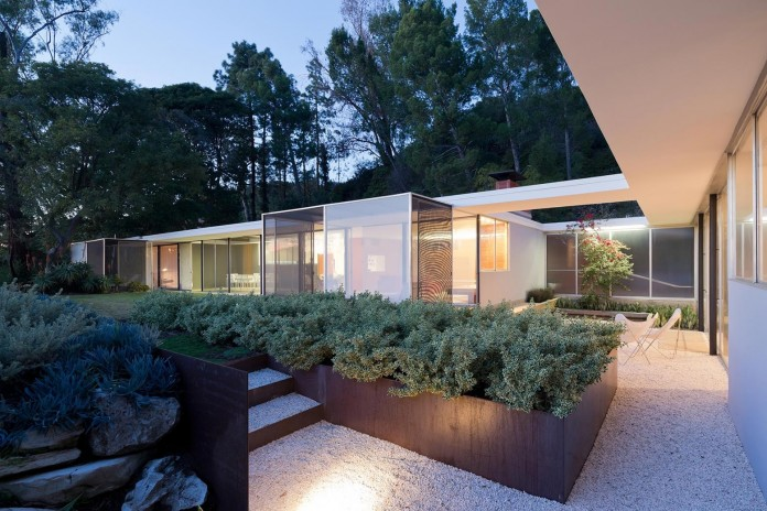 1-story-Shulman-Contemporary-Home-and-Studio-by-Lorcan-O-Herlihy-Architects-01