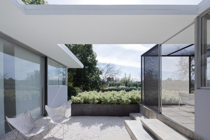 1-story-Shulman-Contemporary-Home-and-Studio-by-Lorcan-O-Herlihy-Architects-04