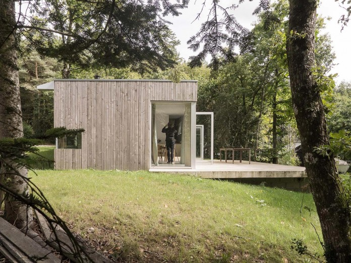 1-story-small-and-simple-wood-jjs-m-house-by-atelier-mima-06
