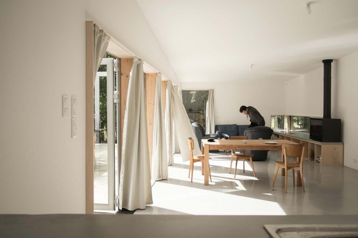 1-story-small-and-simple-wood-jjs-m-house-by-atelier-mima-08
