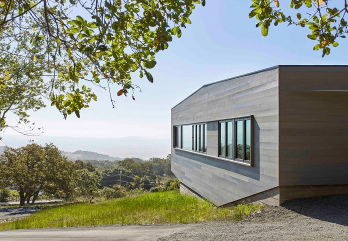 Box-on-the-Rock-Residence-by-Schwartz-and-Architecture-02