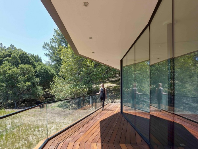Box-on-the-Rock-Residence-by-Schwartz-and-Architecture-10