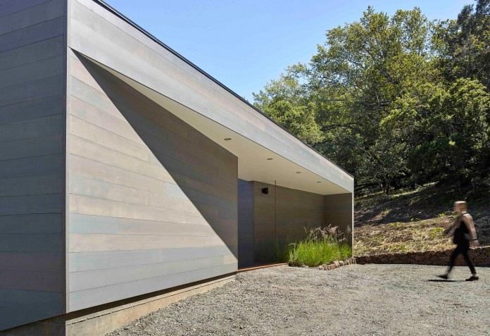 Box-on-the-Rock-Residence-by-Schwartz-and-Architecture-12