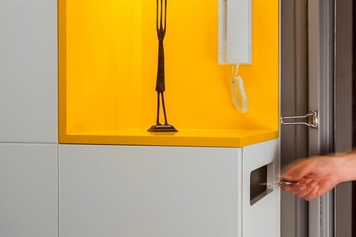 Buttes-Chaumont-Apartment-in-Paris-by-Glenn-Medioni-09