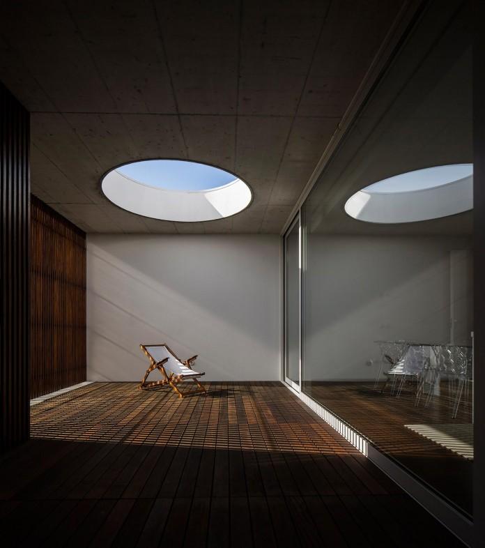 Casa-dos-Claros-family-home-with-two-stories-by-Contaminar-Arquitectos-02
