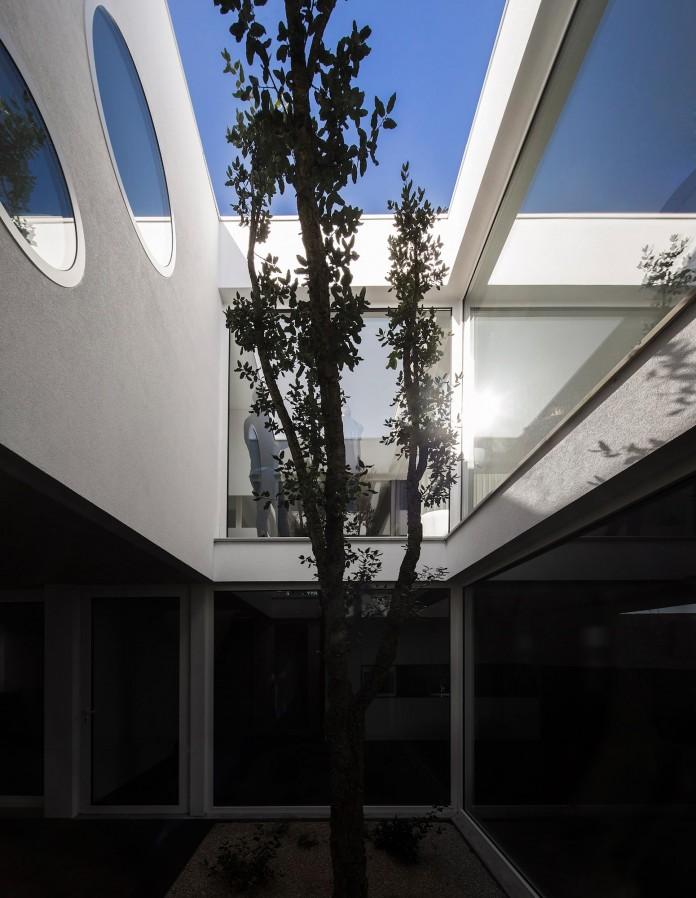 Casa-dos-Claros-family-home-with-two-stories-by-Contaminar-Arquitectos-04