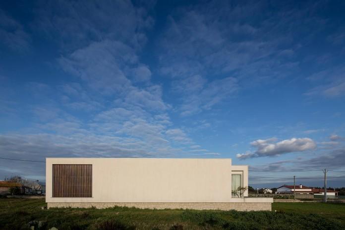 Casa-dos-Claros-family-home-with-two-stories-by-Contaminar-Arquitectos-08
