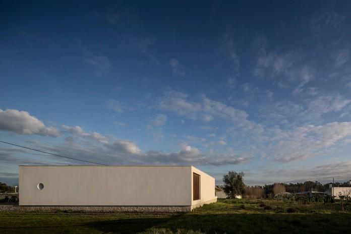 Casa-dos-Claros-family-home-with-two-stories-by-Contaminar-Arquitectos-09