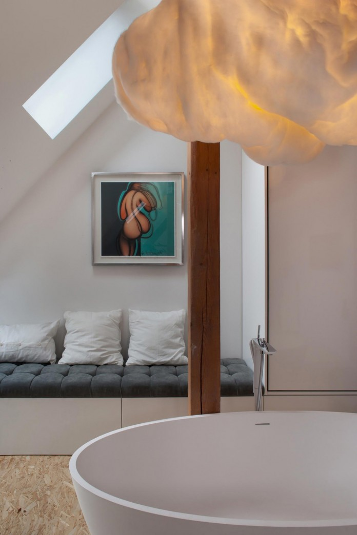 Contemporary-Attic-Apartment-in-the-Poznan-City-Center-by-Cuns-Studio-06