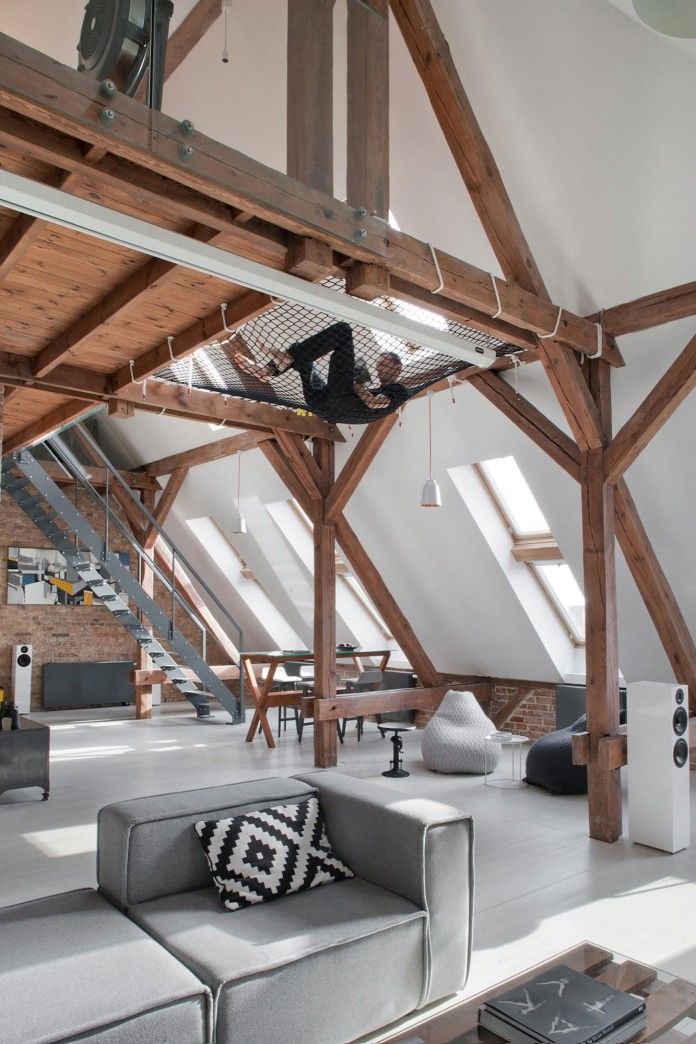Contemporary-Attic-Apartment-in-the-Poznan-City-Center-by-Cuns-Studio-08