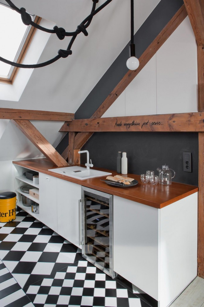 Contemporary-Attic-Apartment-in-the-Poznan-City-Center-by-Cuns-Studio-09