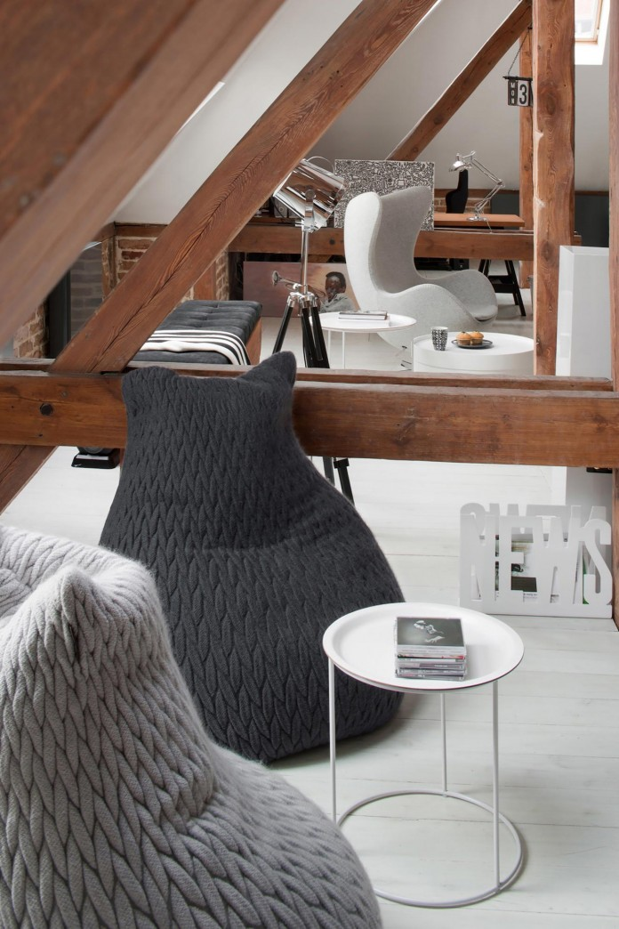 Contemporary-Attic-Apartment-in-the-Poznan-City-Center-by-Cuns-Studio-12