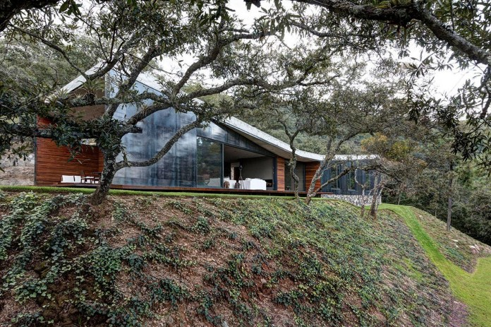 Contemporary-GG-House-by-Elias-Rizo-Arquitectos-01