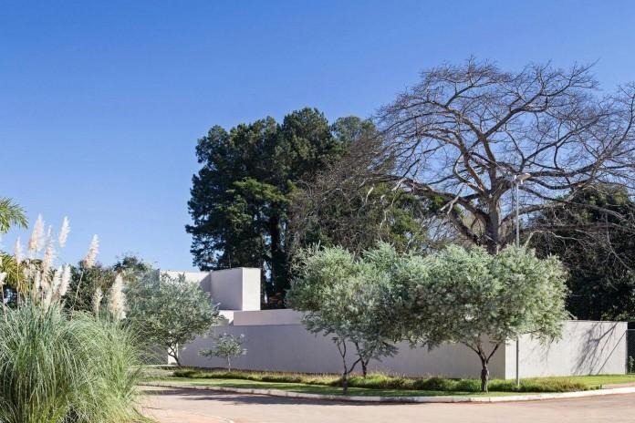 Contemporary-Paineira-House-by-Bloco-Arquitetos-01