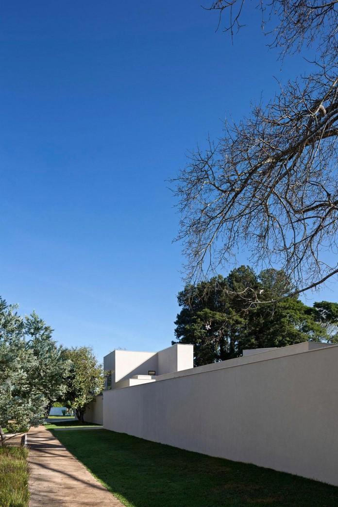 Contemporary-Paineira-House-by-Bloco-Arquitetos-02