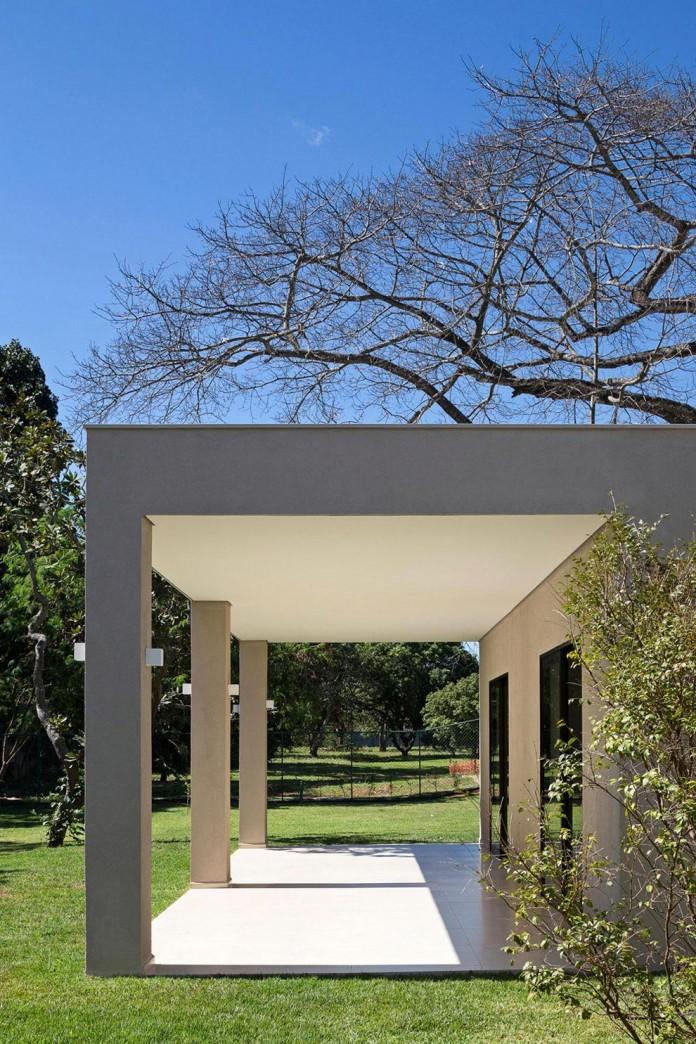 Contemporary-Paineira-House-by-Bloco-Arquitetos-11