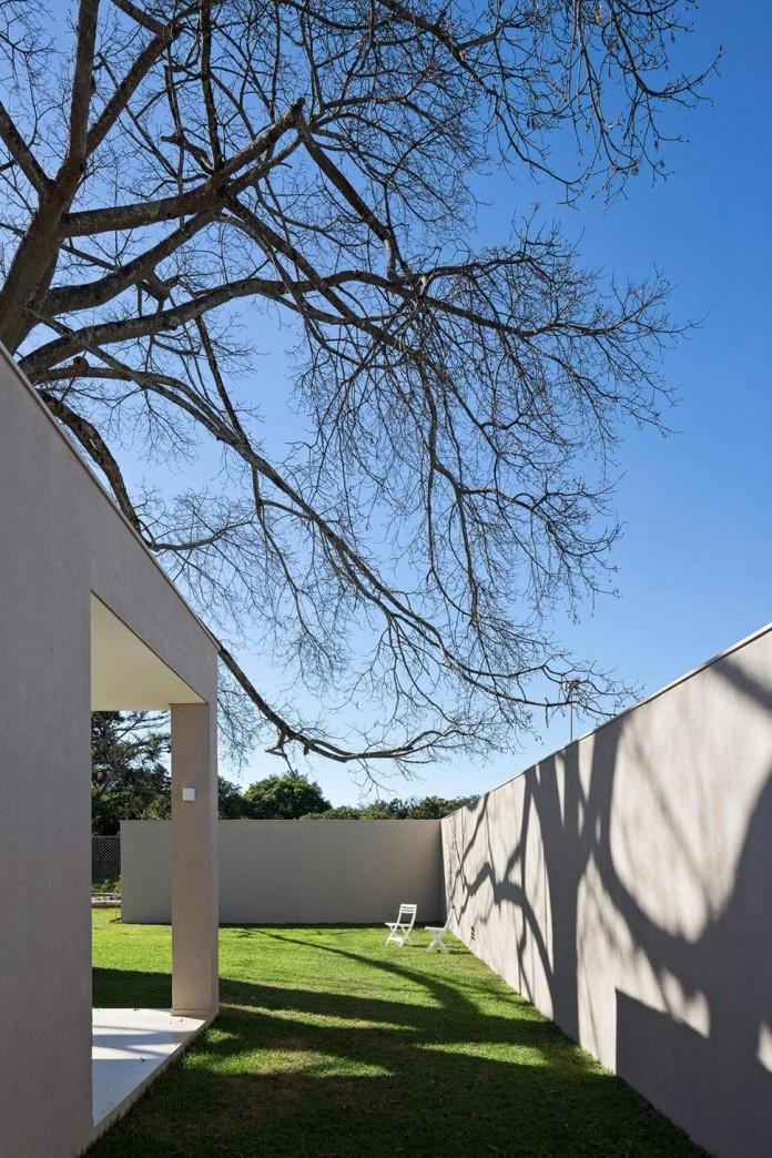 Contemporary-Paineira-House-by-Bloco-Arquitetos-12
