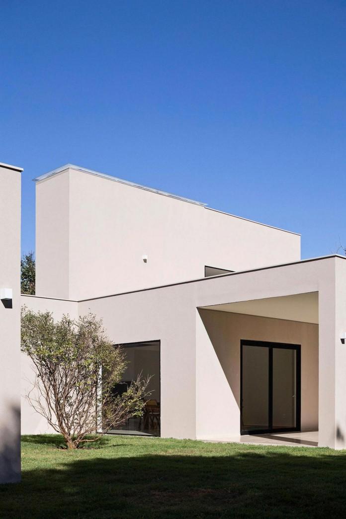 Contemporary-Paineira-House-by-Bloco-Arquitetos-14