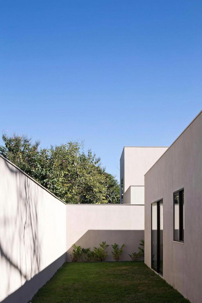 Contemporary-Paineira-House-by-Bloco-Arquitetos-16
