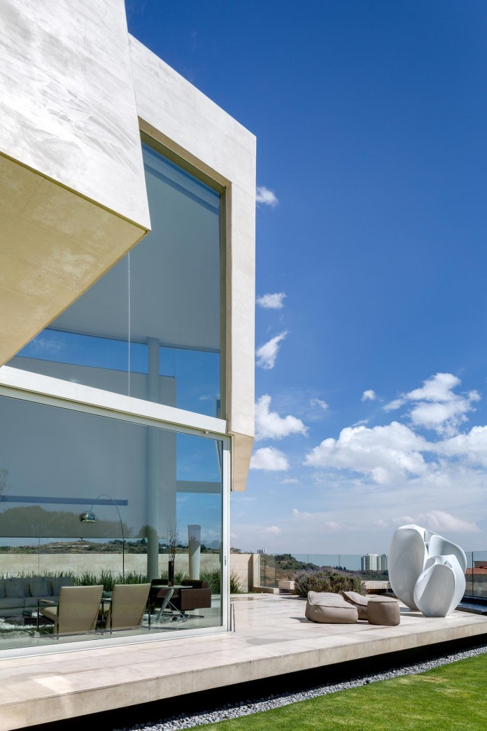 Country-Club-Residence-near-a-golf-course-by-Migdal-Arquitectos-04