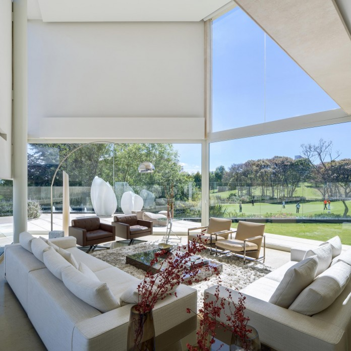 Country-Club-Residence-near-a-golf-course-by-Migdal-Arquitectos-06