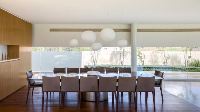 Country-Club-Residence-near-a-golf-course-by-Migdal-Arquitectos-09