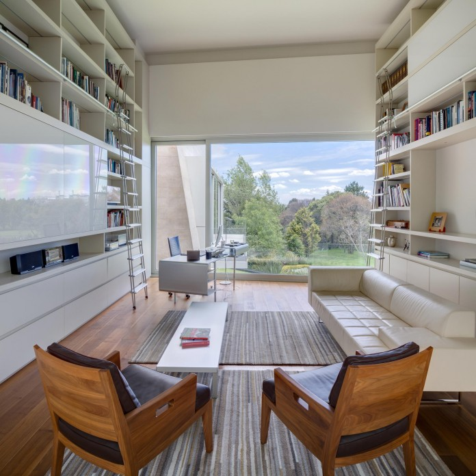 Country-Club-Residence-near-a-golf-course-by-Migdal-Arquitectos-13