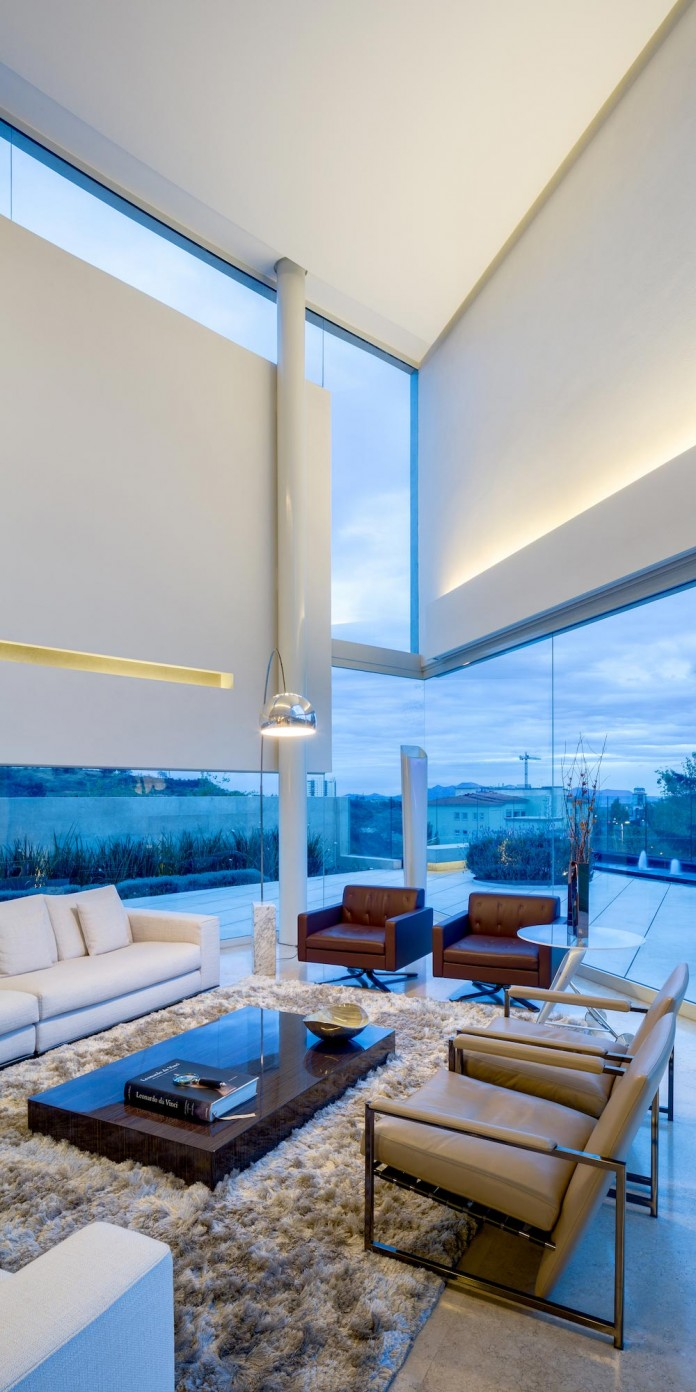 Country-Club-Residence-near-a-golf-course-by-Migdal-Arquitectos-19