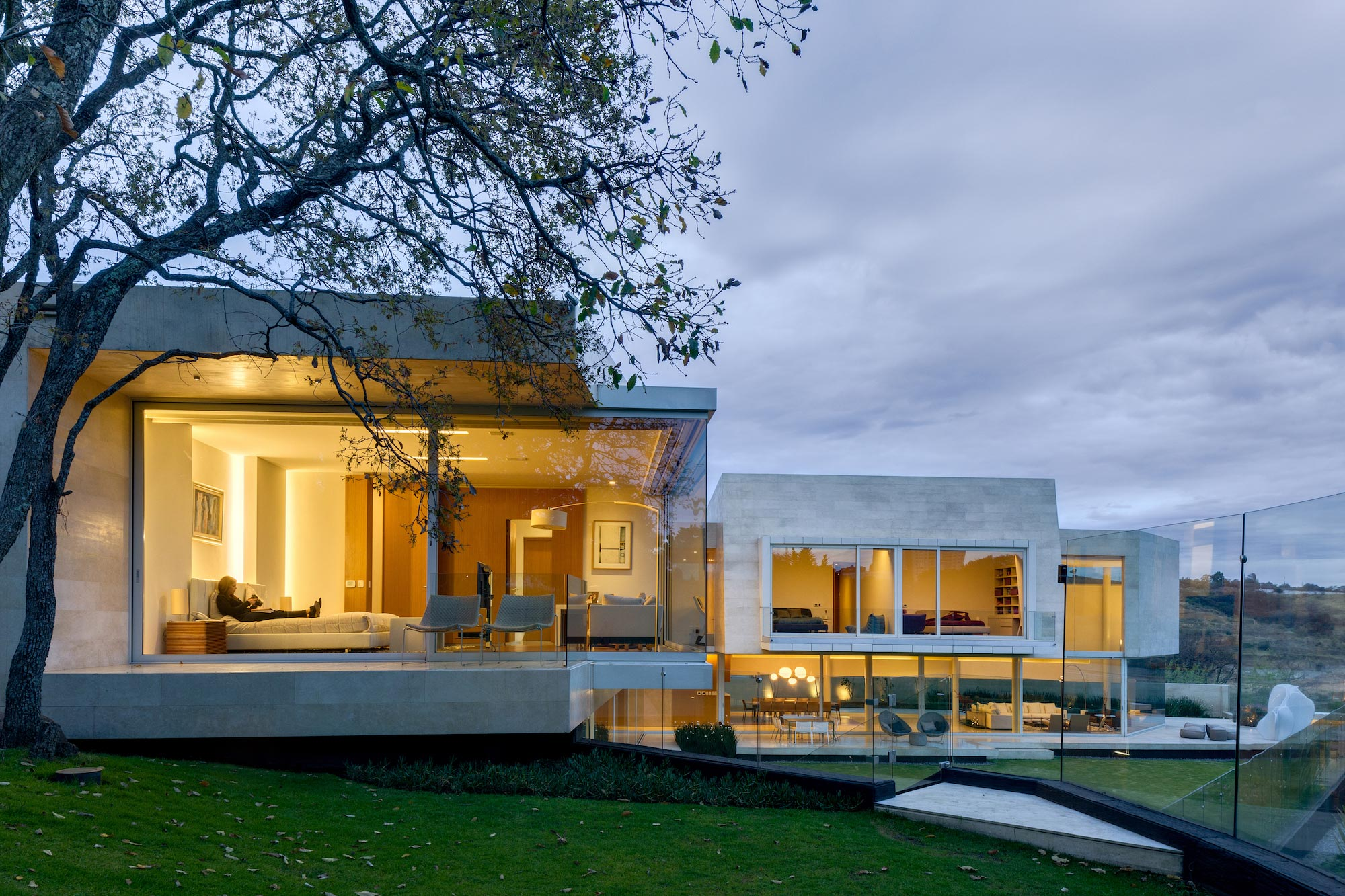 Country club residence near a golf course by migdal for Casa country design