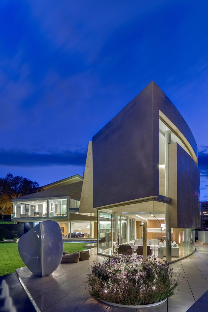 Country-Club-Residence-near-a-golf-course-by-Migdal-Arquitectos-21