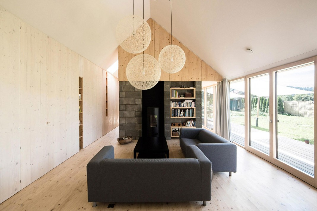 DomT Wooden Home by Martin Boles Architect