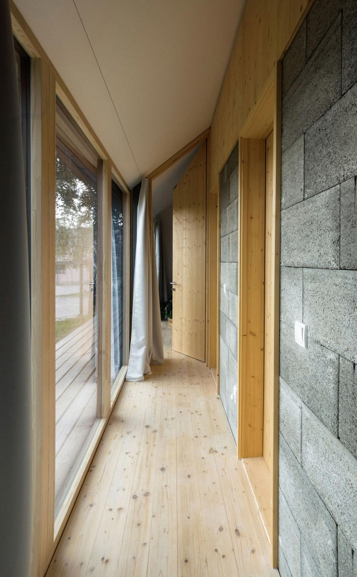 DomT-Wooden-Home-by-Martin-Boles-Architect-16