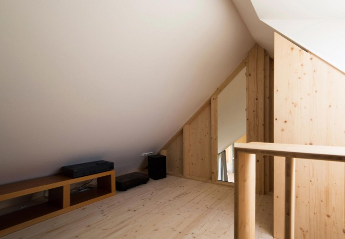 DomT-Wooden-Home-by-Martin-Boles-Architect-22