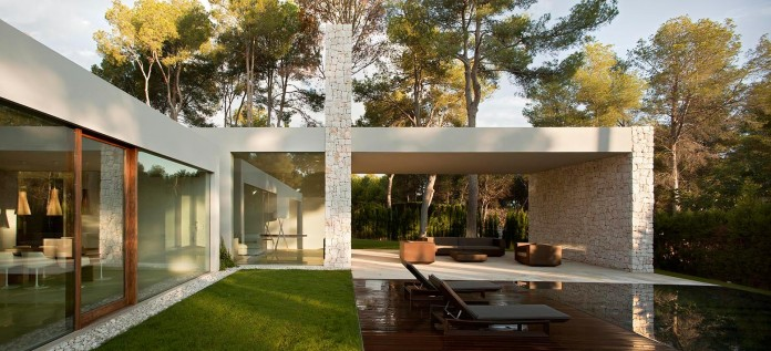 El-Bosque-House-by-Ramon-Esteve-05