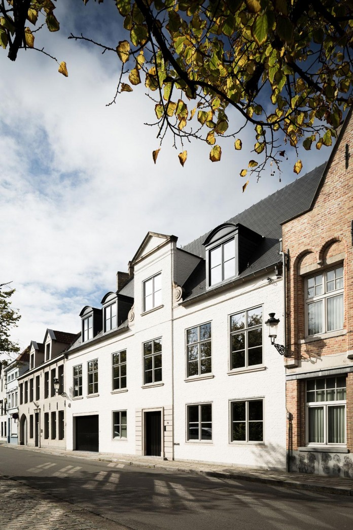 Elegant-Project-L-Townhouse-in-Belgium-by-JUMA-Architects-01