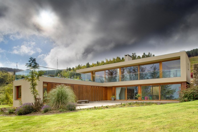Folding-Farm-House-with-panoramic-views-of-Dublin-by-Box-Urban-Design-Architecture-02