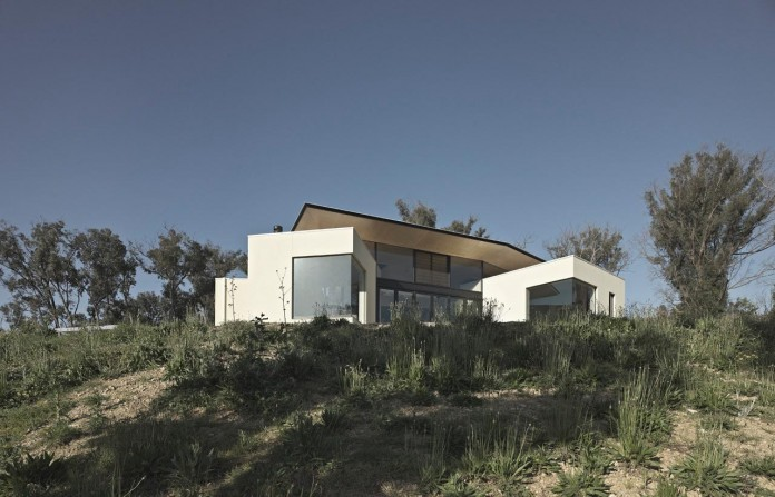 Hillside-Habitat-Residence-overlooking-the-Kinglake-National-Park-by-Edwards-Moore-01