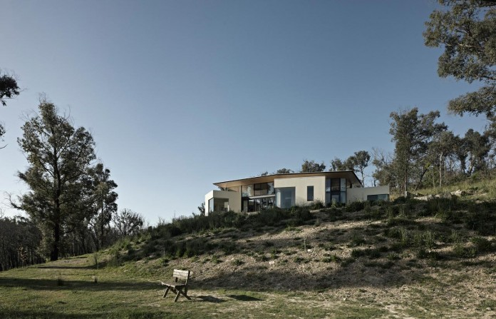 Hillside-Habitat-Residence-overlooking-the-Kinglake-National-Park-by-Edwards-Moore-03