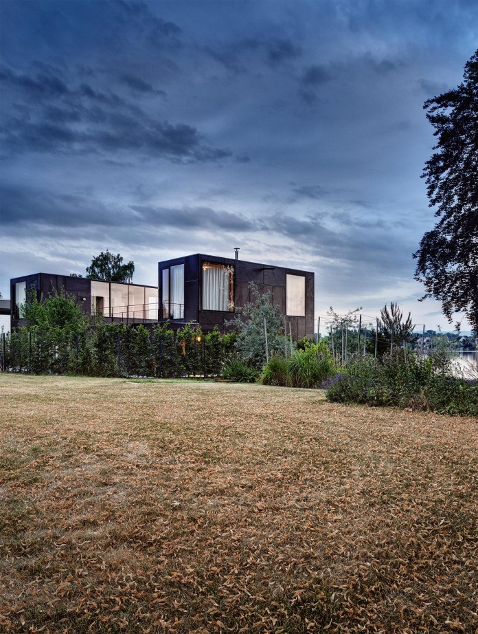 Horseshoe-shaped-Lake-Home-by-Maximilian-Eisenkock-01