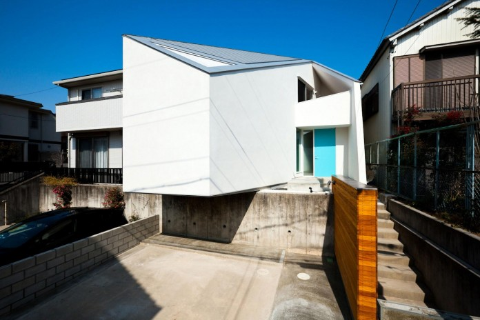 House-in-Nagoya-by-Atelier-Tekuto-02