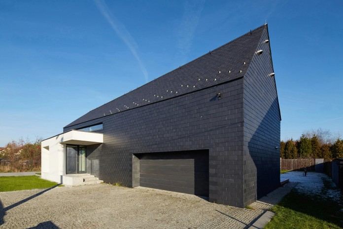 House-in-Slate-by-RS-01