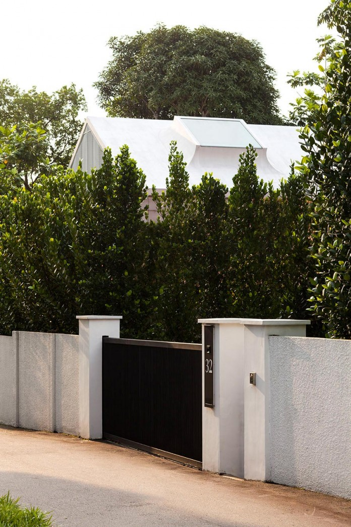 Hut-House-in-the-Holland-Village-neighbourhood-of-Singapore-covered-in-folded-aluminium-01