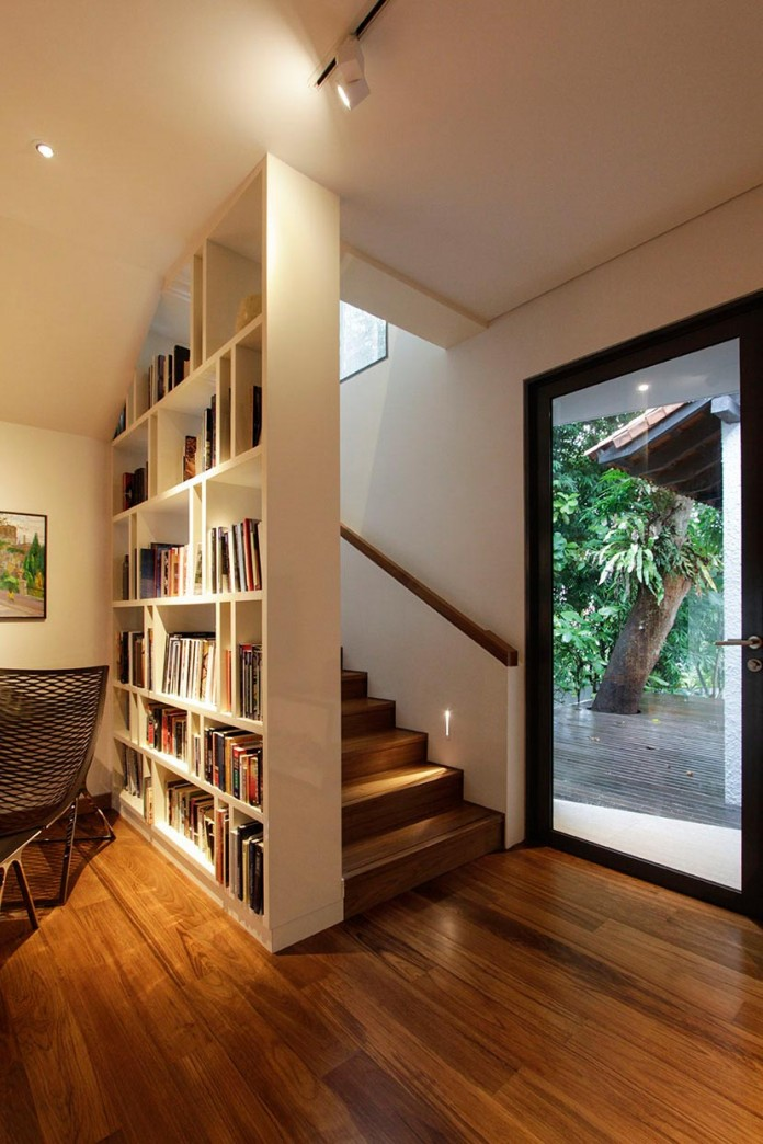 Hut-House-in-the-Holland-Village-neighbourhood-of-Singapore-covered-in-folded-aluminium-07