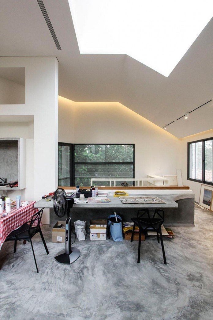 Hut-House-in-the-Holland-Village-neighbourhood-of-Singapore-covered-in-folded-aluminium-11