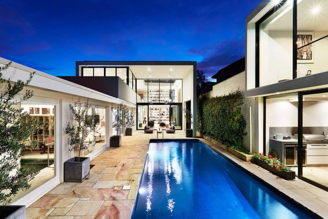 Luxury minimalist toorak home by finney construction for Luxury minimalist house