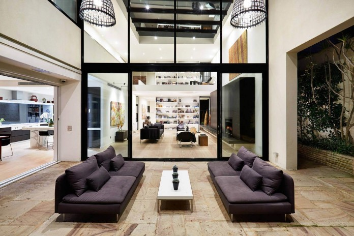 Luxury minimalist toorak home by finney construction for Minimalist underground house